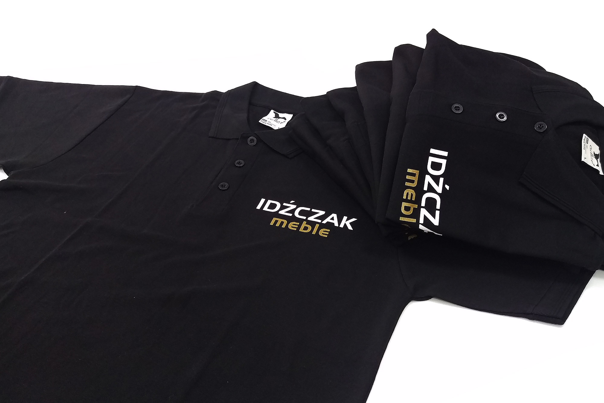 druk na koszulkach firmowych, znakowanie odzieży firmowej, folia na koszulki, napisy na koszulach, druk koszulek, zadrukowanie koszulki