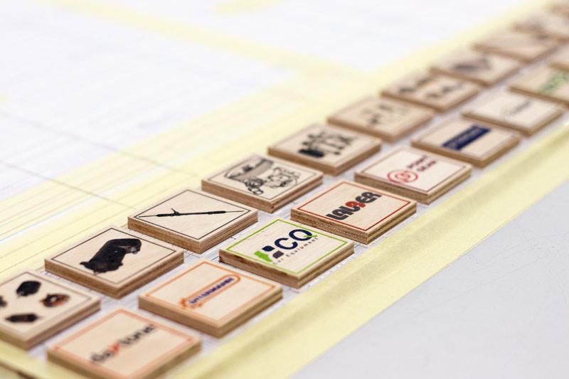 druk na klockach drewnianych, klocki do zabawy z drukiem, puzzle motoryzacyjne. klocki z częściami samochodowymi