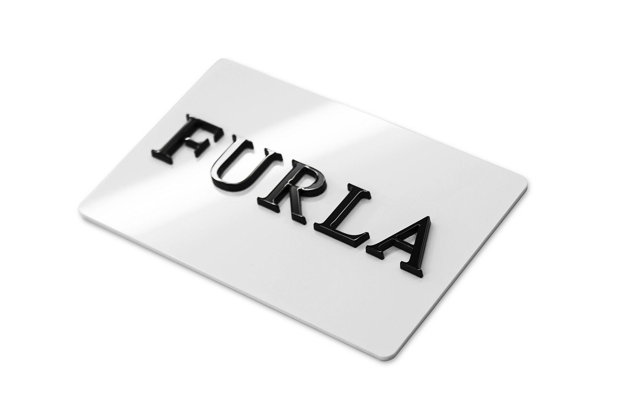 tabliczka z logo wycinana z plexi, tabliczka pleksi z twoim logo
