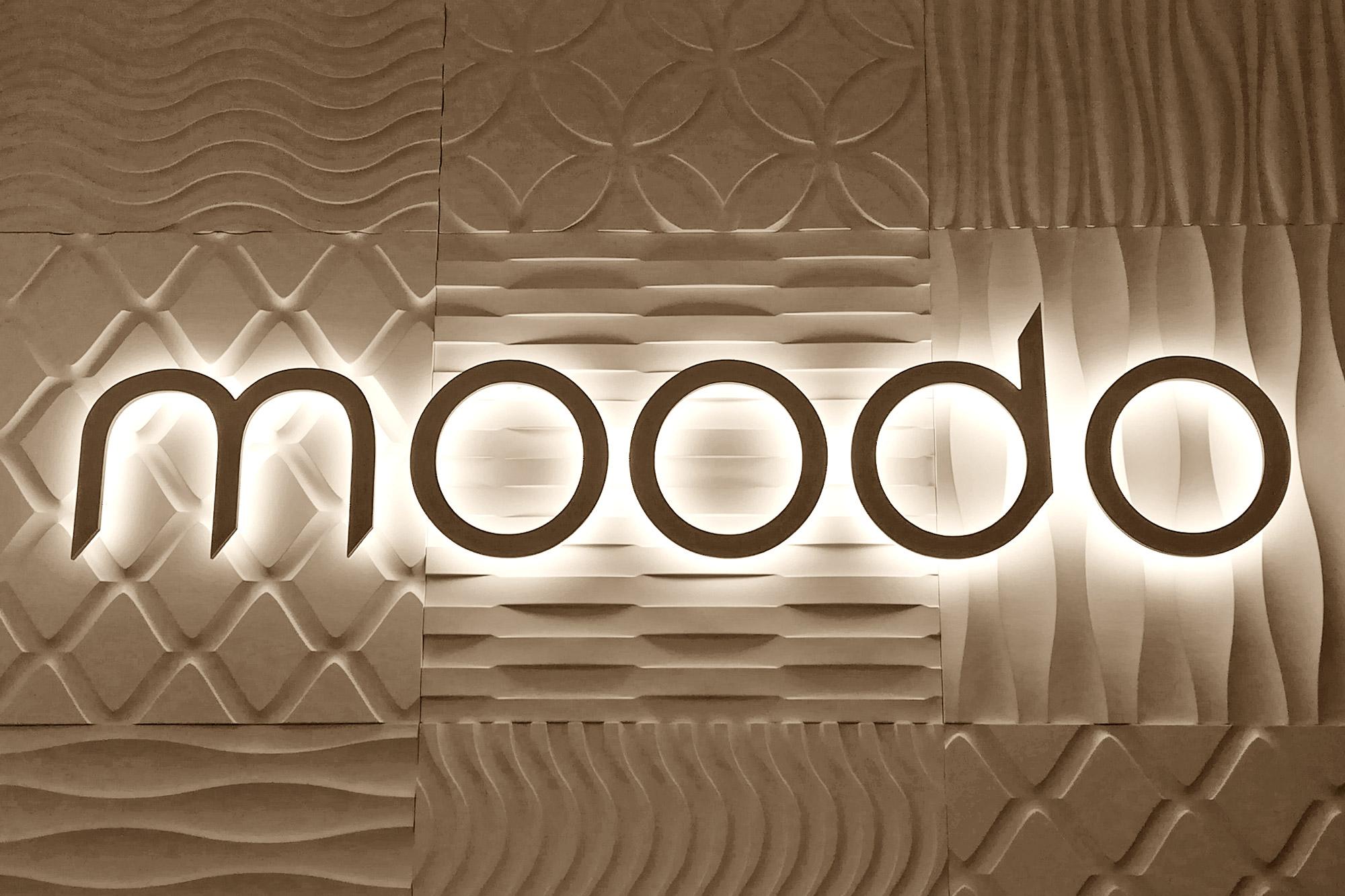 litery podświetlane na dystansie, napis świetlny na ścianie